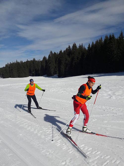 Pratique de ski avec un guide